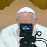 """Papa Francisc: """"Genul anchetei și al reportajului încep să dispară și își pierd din calitate în favoarea unei informații prefabricate"""""""